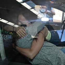 Rocío Flores y Olga Moreno abrazándose en su reencuentro tras 'Supervivientes 2020'