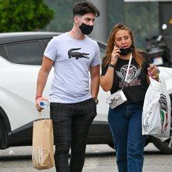 Rocío Flores de compras con su novio Manuel en Málaga tras 'Supervivientes 2020'