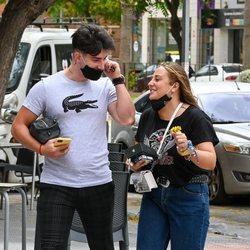 Rocío Flores y su novio Manuel muy felices por las calles de Málaga tras 'Supervivientes 2020'