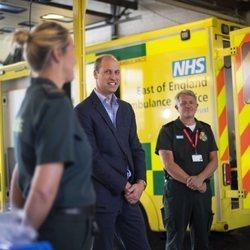 El Príncipe Guillermo visita al personal de ambulancias del Hospital Queen Elizabeth de King's Lynn