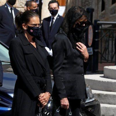 Carolina y Estefanía de Mónaco en el funeral de Elizabeth Anne de Massy