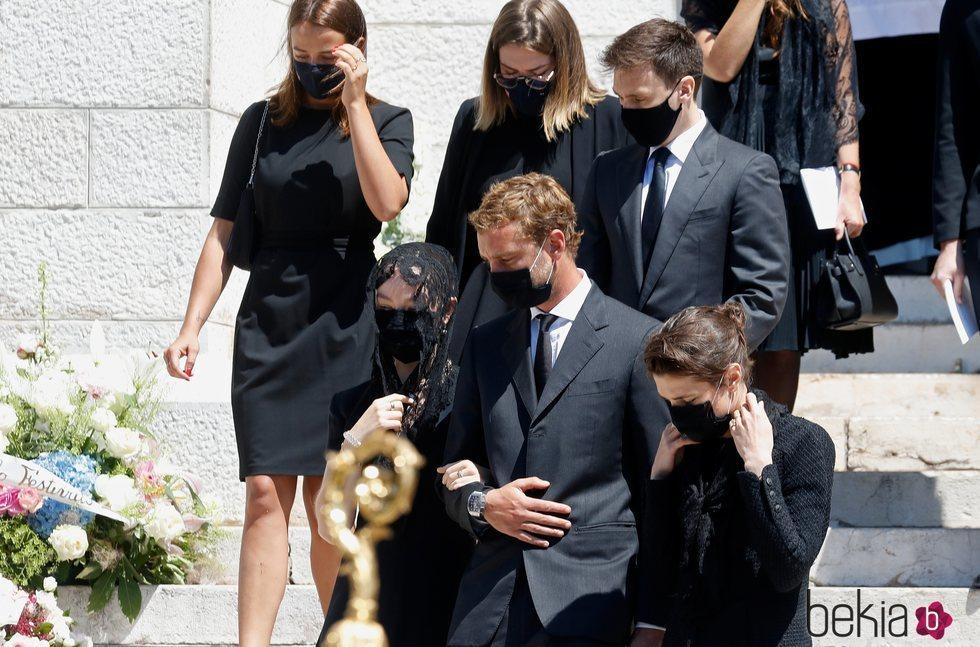 Pauline Ducruet, Camille Gottlieb, Louis Ducruet, Alexandra de Hannover, Pierre Casiraghi y Carlota Casiraghi en el funeral de Elizabeth Anne de Massy