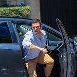 Froilán sale de un coche a su llegada a la casa de la Infanta Elena en Madrid