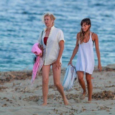 Ana Duato y Aitana Ocaña en las playas de Ibiza