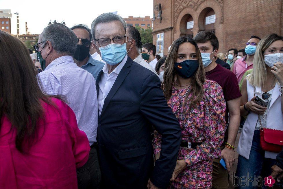 Gloria Camila con su padre José Ortega Cano en una concentración a favor de la tauromaquia