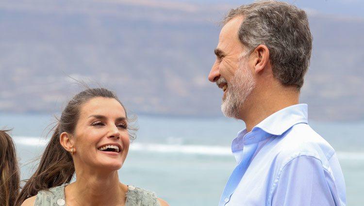Los Reyes Felipe y Letizia riéndose en Las Palmas de Gran Canaria