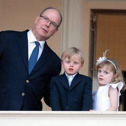 Alberto de Mónaco celebrando San Juan 2020 con sus hijos los Príncipes Jacques y Gabriella