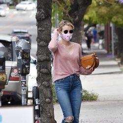 Emma Roberts haciendo compras en Los Ángeles durante el confinamiento por el coronavirus