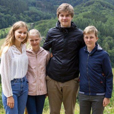 Isabel de Bélgica, Leonor de Bélgica, Gabriel de Bélgica y Emmanuel de Bélgica en Bouillon