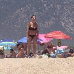 Raquel Revuelta con sus hijos en las playas de Cádiz