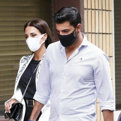 Paula Echevarría y Miguel Torres paseando por Candás