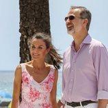 Los Reyes Felipe VI y Letizia muy sonrientes durante su visita a Benidorm