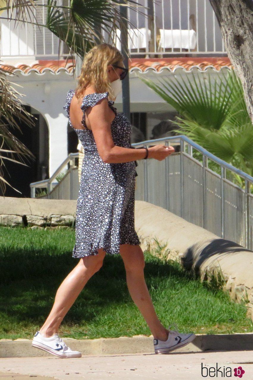 Ana Obregón paseando por Mallorca