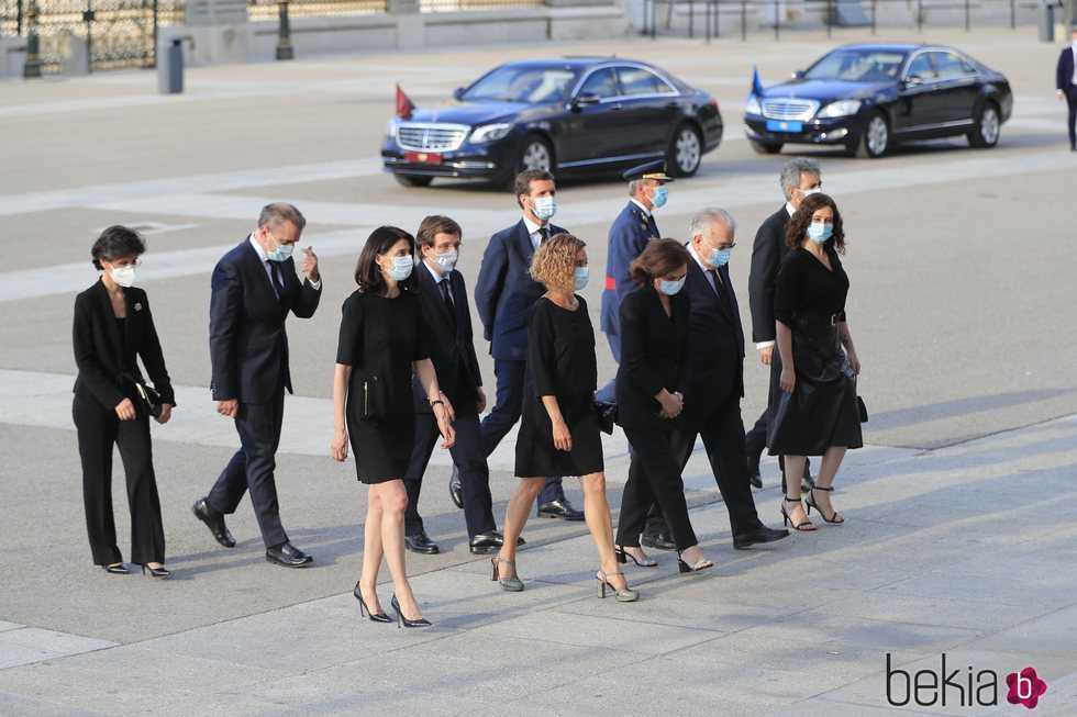 Autoridades civiles en el funeral por las víctimas del coronavirus