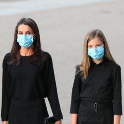 La Reina Letizia y la Infanta Sofía en el funeral por las víctimas del coronavirus