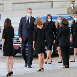 La Familia Real ante Carmen Calvo y Meritxell Batet en el funeral por las víctimas del coronavirus