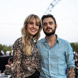 Andrea Guasch y su novio Rosco en un concierto de Los Secreto