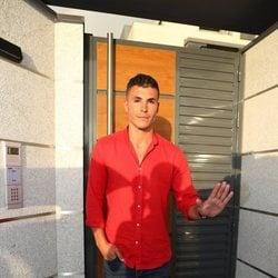 Kiko Jiménez en la puerta de la casa de Sofía Suescun tras sufrir un robo
