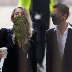 Amber Heard llegando al juicio pendiente con Johnny Depp