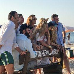 Borja Thyssen y Blanca Cuesta con unos amigos en Formentera