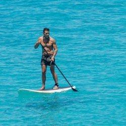 Jesús Vázquez haciendo paddle surf en Formentera