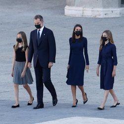 Los Reyes Felipe y Letizia, Leonor y Sofía llegando al homenaje de Estado por las víctimas del coronavirus