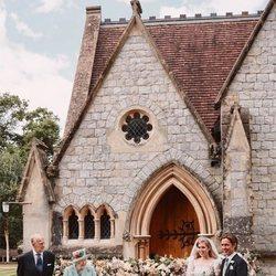 Beatriz de York y Edoardo Mapelli Mozzi en su boda con la Reina Isabel y el Duque de Edimburgo