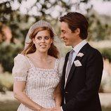 Edoardo Mapelli Mozzi mirando a la Princesa Beatriz de York el día de su boda
