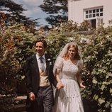 La Princesa Beatriz de York y Edoardo Mapelli Mozzi paseando cerca de Royal Lodge