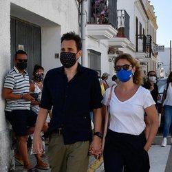 Alberto, director de 'Sálvame', y su mujer Cristina Soria en el entierro de Juan Vidal