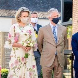 Los Reyes Felipe y Matilde de Bélgica visitando el Centro Residencial Cecilia en el Día Nacional de Bélgica 2020