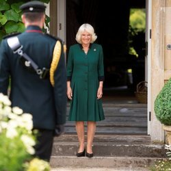 Camilla Parker recibiendo el cargo de Coronel en Jefe del Regimiento 'Los Rifles'