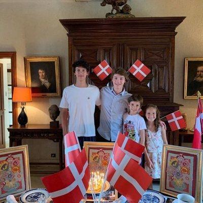 Félix de Dinamarca celebra su 18 cumpleaños con sus hermanos Nicolás, Enrique y Athena de Dinamarca