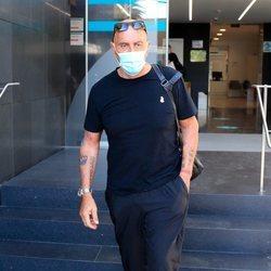 Kiko Matamoros saliendo del hospital tras extirparle la vesícula