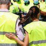 La Reina Letizia tiene un gesto cariñoso con el Rey Felipe en COGERSA
