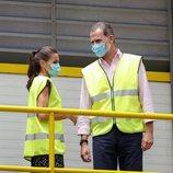 Los Reyes Felipe y Letizia en COGERSA durante su visita a Asturias