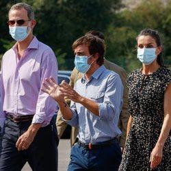 Los Reyes Felipe y Letizia con Fernando Alonso en su visita a Asturias