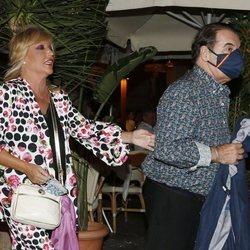 Lydia Lozano y su marido Charly disfrutando de la noche madrileña