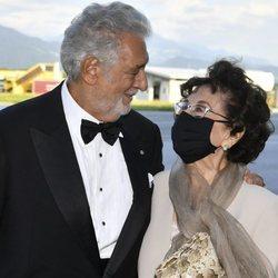 Plácido Domingo con su mujer en el Premio Austriaco de Teatro Musical 2020