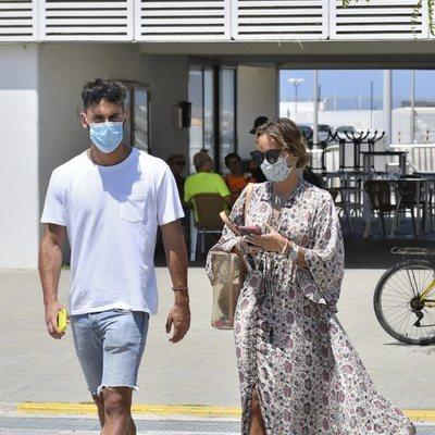 Gloria Camila y su novio David durante las vacaciones de verano 2020 en Chipiona