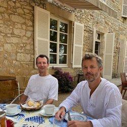 Los Príncipes Joaquín y Federico de Dinamarca desayunando juntos