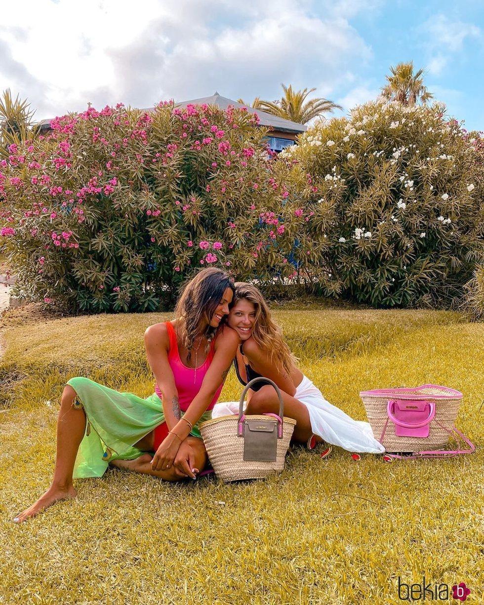 Laura y Anita Matamoros, muy cariñosas en Tarifa