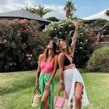 Laura y Anita Matamoros posando juntas en sus vacaciones a Tarifa