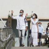 Los Reyes Felipe y Letizia saludando en Ibiza