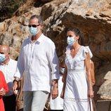 Los Reyes Felipe y Letizia visitan el Museo Monográfico y la Necrópolis de Puig des Molins en Ibiza