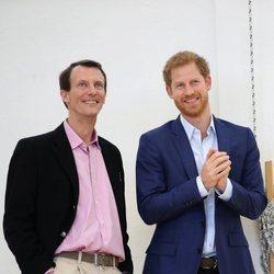 Joaquín de Dinamarca y el Príncipe Harry