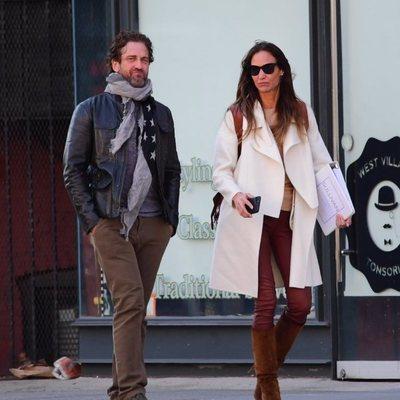 Gerard Butler y Morgan Brown paseando por Nueva York