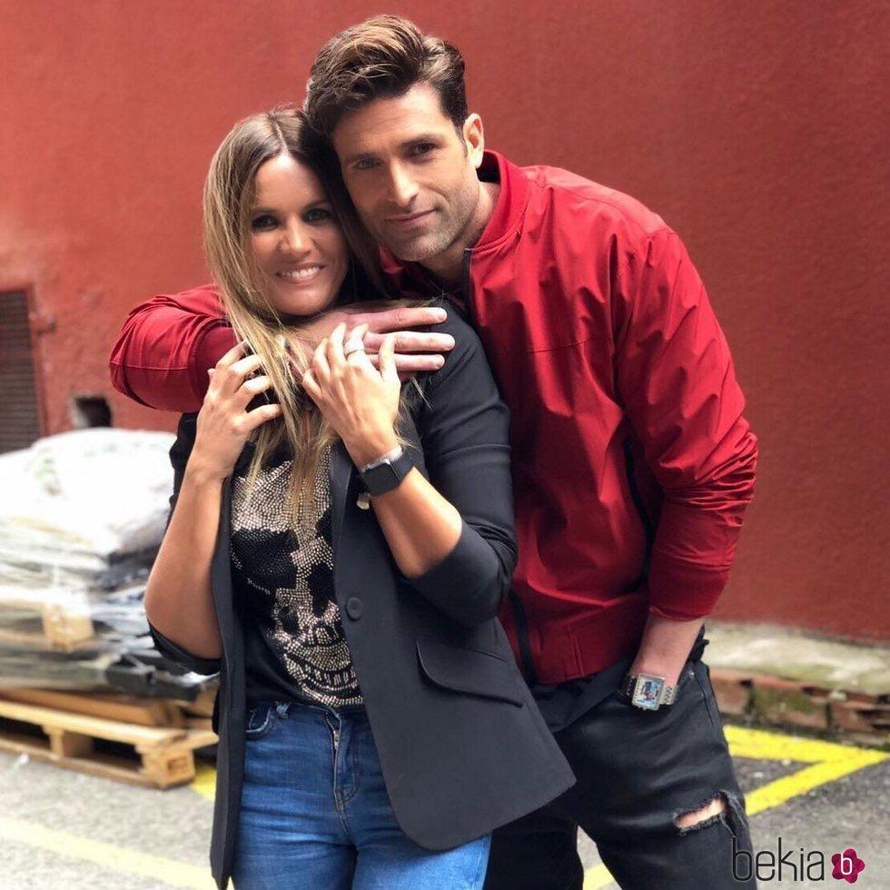 Marta López yEfrén Reyero, juntos en las instalaciones de Mediaset cuando todavía eran amigos