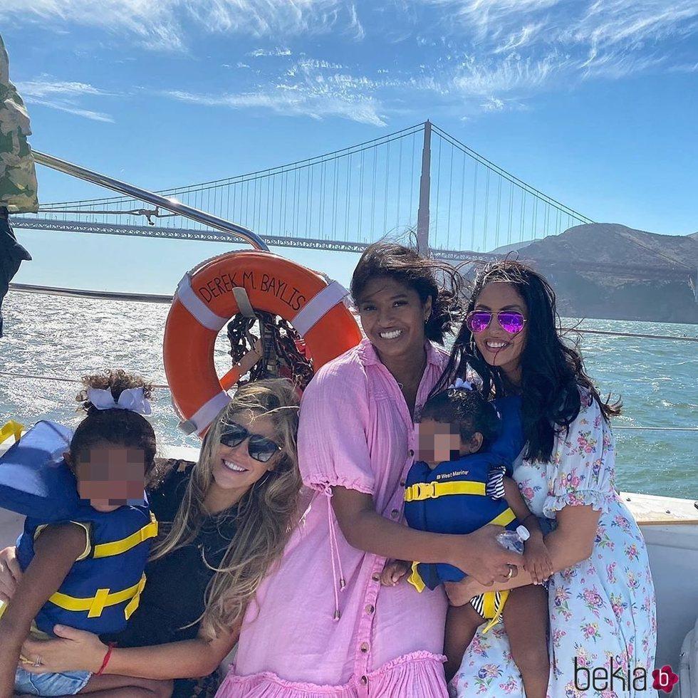 La mujer de Pau Gasol, Vanessa Bryant y sus hijas juntas de vacaciones