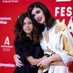 Paz Vega y su hija, Ava Salazar, posando juntas en el Festival de Málaga 2020